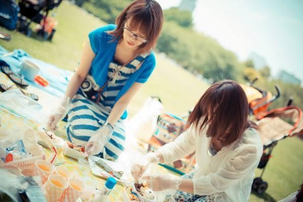 ピクニックワークショップ ランチをつくる女性